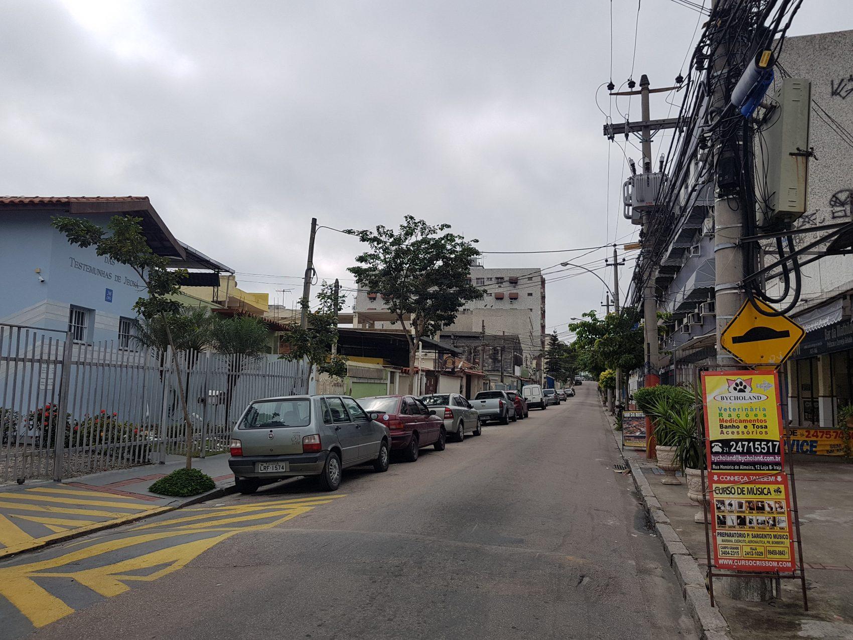 """Rua Honório de Almeida, onde morou Nei Lopes, que homenagerou o bairro no """"Sanba do Irajá"""" IFoto Oscar Valporto)"""