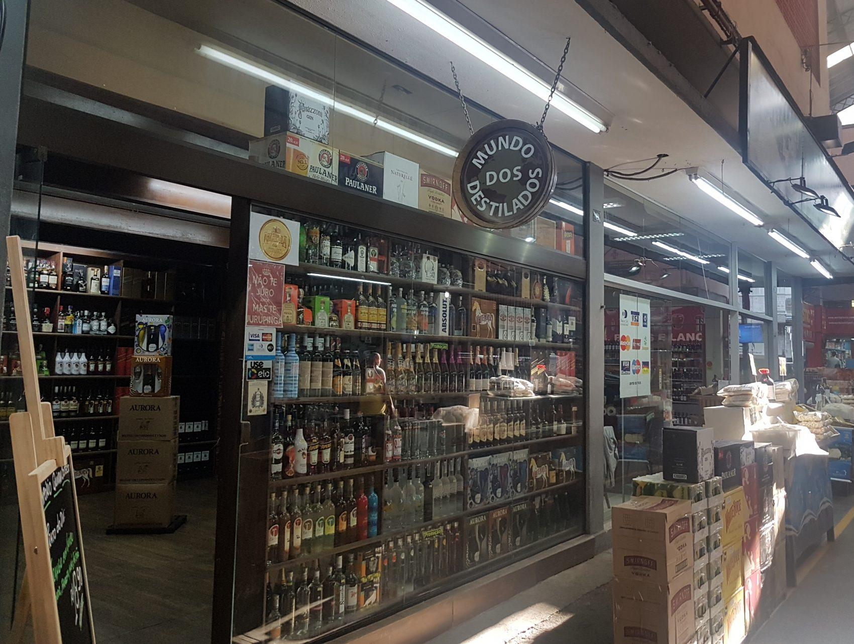 Destilados, vinhos, restaurantes, flores, frutas e mais. Tem de tudo no Cadeg (Foto Oscar Valoporto)