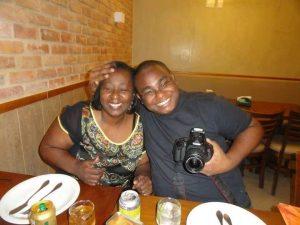Thiago Campos e sua mãe. Foto Arquivo Pessoal