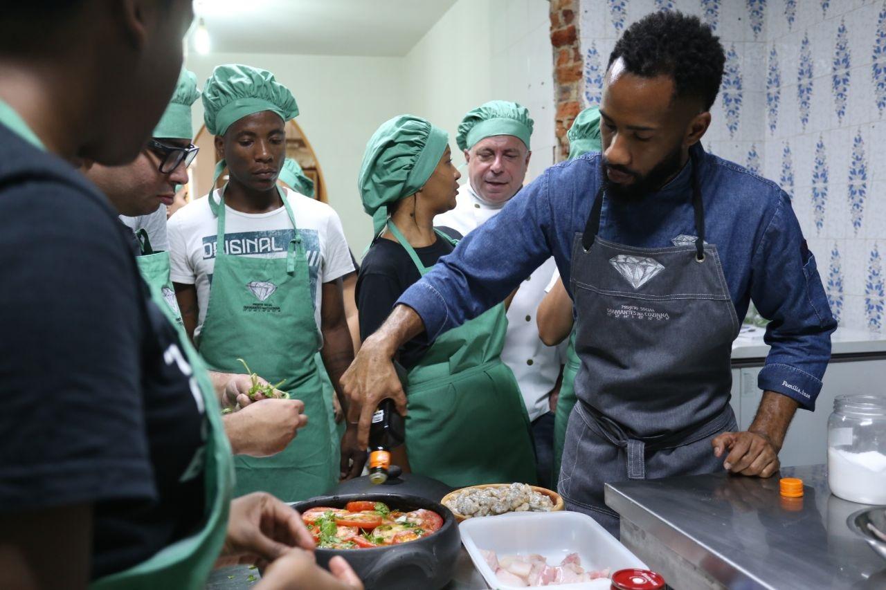 O chef do restaurante Fazenda Culinária, do Museu do Amanhã, João Diamante, de 25 anos, é visto como um jovem de carreira meteórica. Foto Divulgação