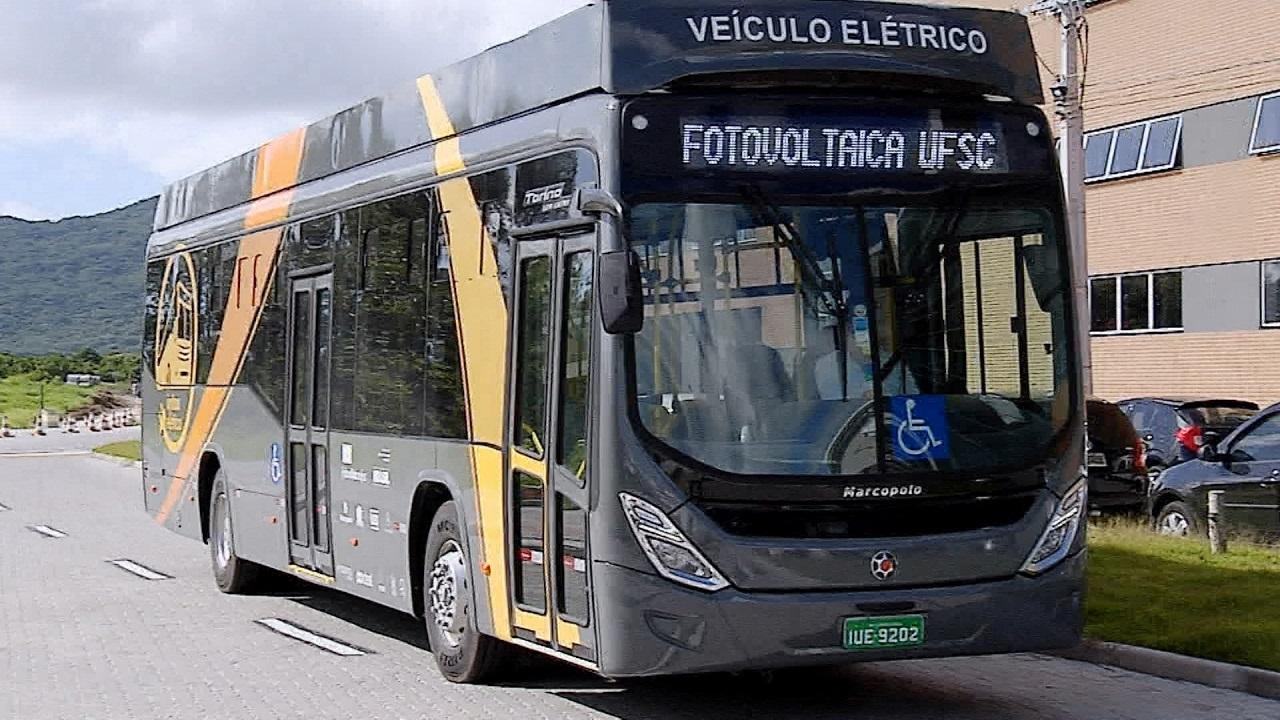 O ônibus elétrico que funciona dentro da Universidade Federal de Santa Catarina. Foto Divulgação