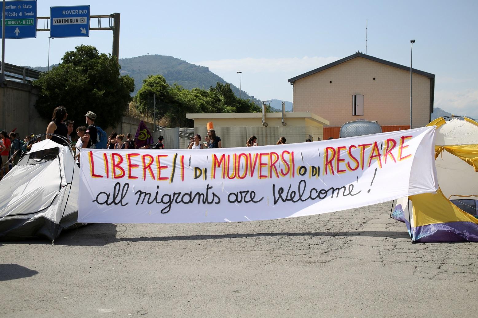 Manifestantes protestam contra as restrições à chegada de imigrantes na Itália. Foto Massimiliano Ferraro/NurPhoto