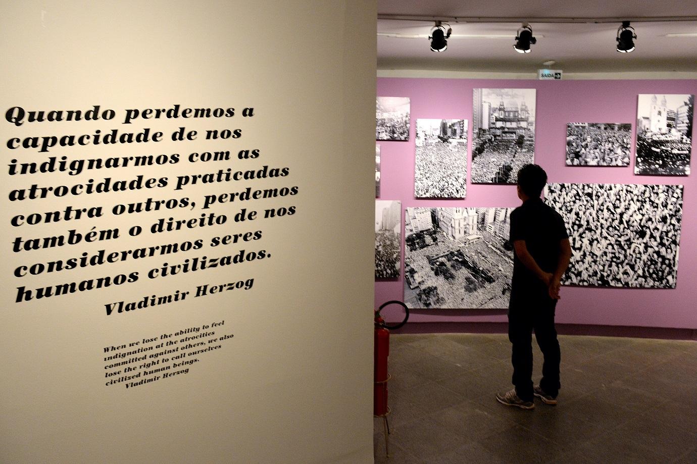 Frase de Vladimir Herzog em uma exposição no Centro Cultural Banco do Brasil, em Brasília. Foto Evaristo Sá/AFP