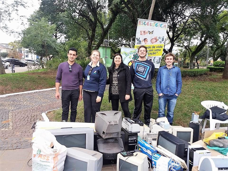 A turma do LabHacker: recolhimento de lixo eletrônico