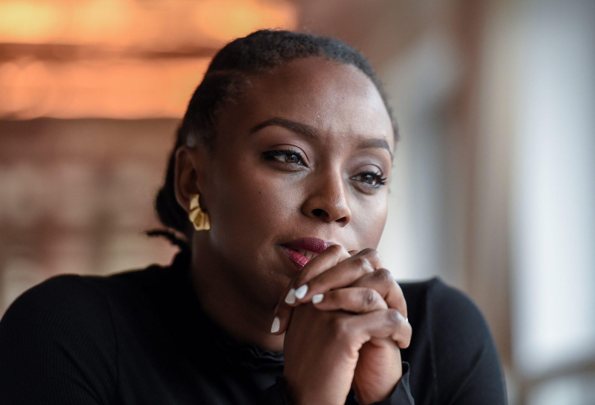 A escritora Chimamanda Ngozi Adichie: alerta para o perigo da história única. Foto: Stephane de Sakutin/AFP