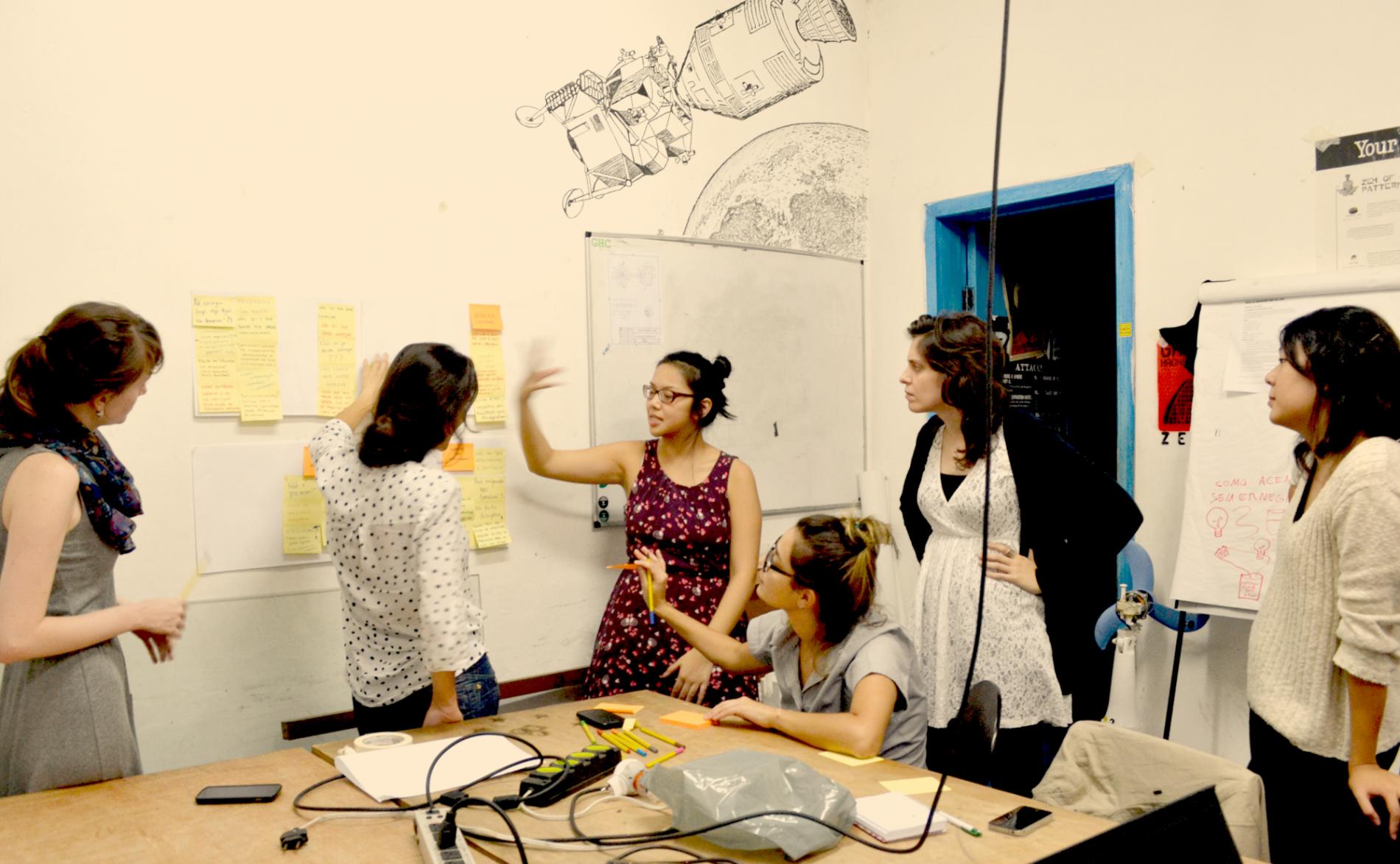 Jovens do movimento Programaria: unidas na luta contra os estereótipos. Foto: Divulgação