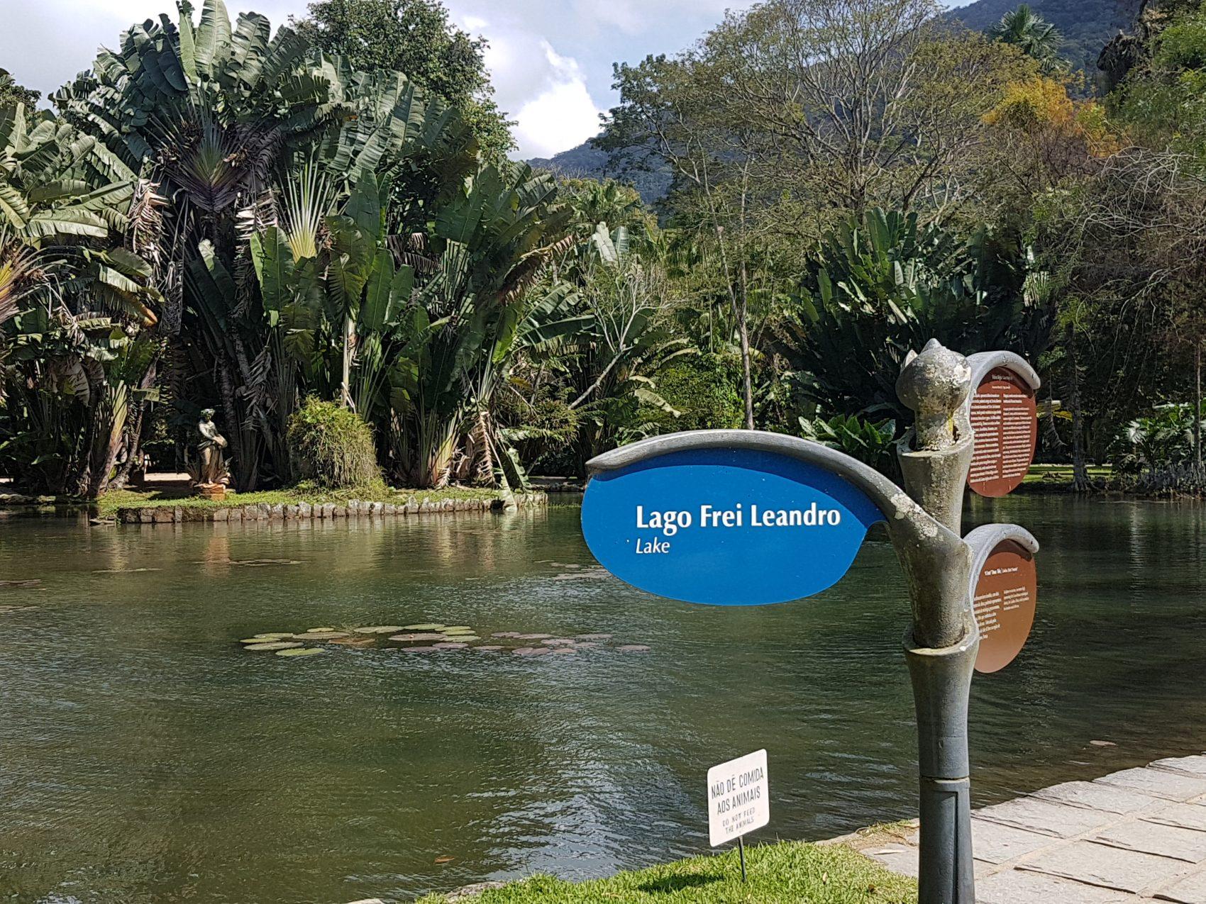O lago artificial Frei Leandro, em homenagem à figura essencial para o desenvolvimento do Jardim Botânico (Foto Oscar Valporto)
