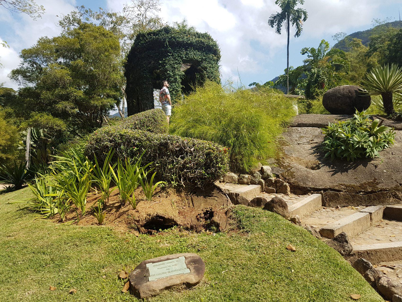 O cômoro, o pequeno outeiro, é outra criação da época de Frei Leandro (Foto Oscar Valporto)
