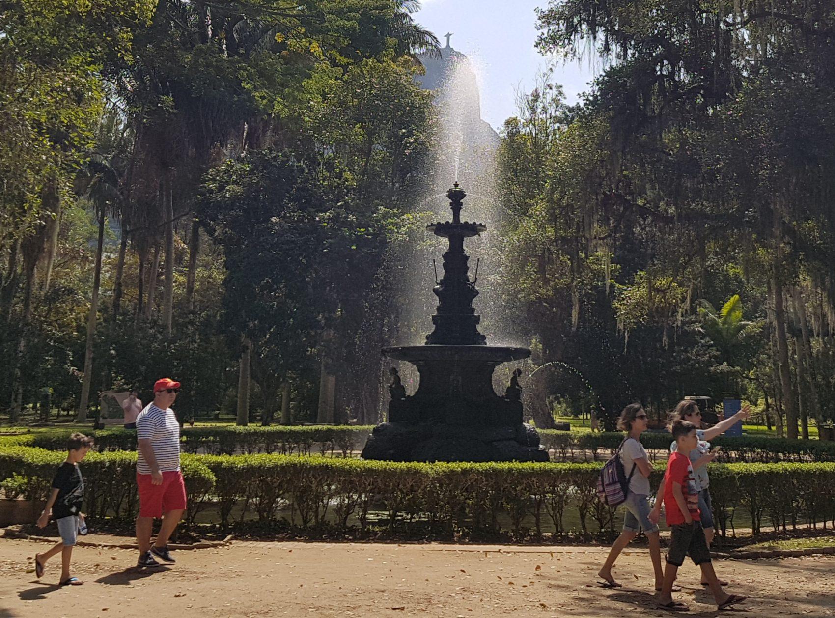 O chafariz das Musas é uma das atrações: ficava no Largo da Lapa antes de ser transferido para o jardim (Foto Oscar Valporto)