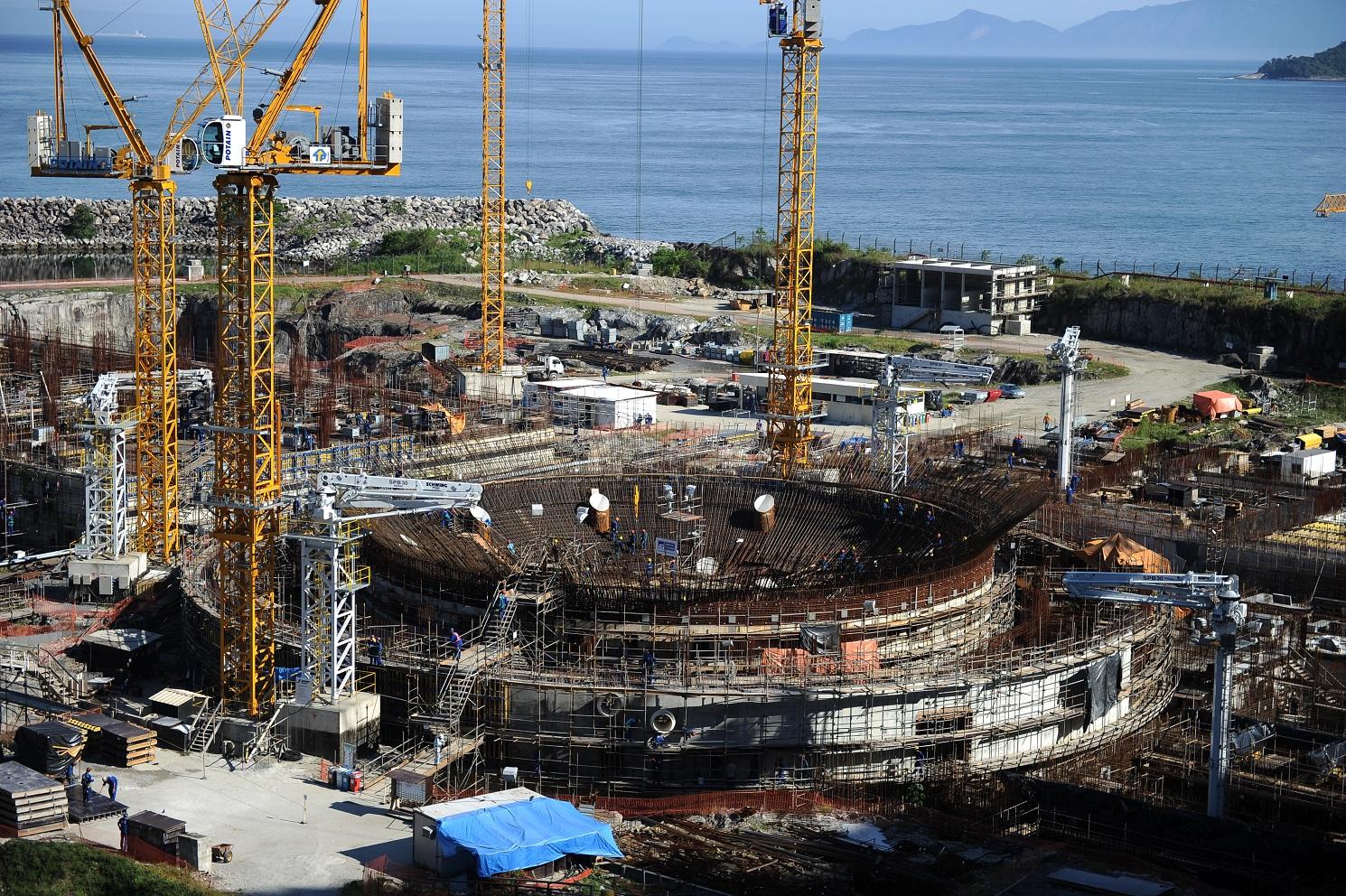 A continuação das obras da Usina Nuclear Angra 3 é uma das decisões que o futuro presidente deverá tomar. Foto Vanderlei Almeida/AFP