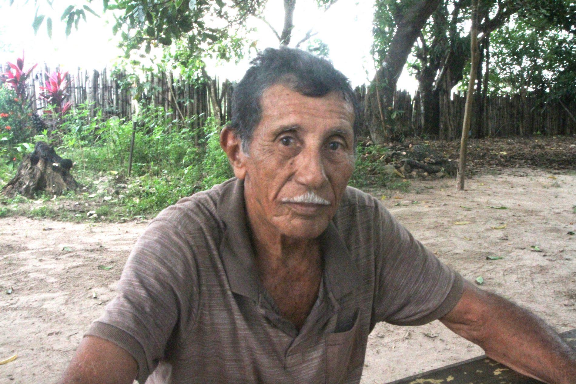 João Germano, antigo morador do Cajueiro, resiste a sair de sua casa. Foto: Valéria Sotão