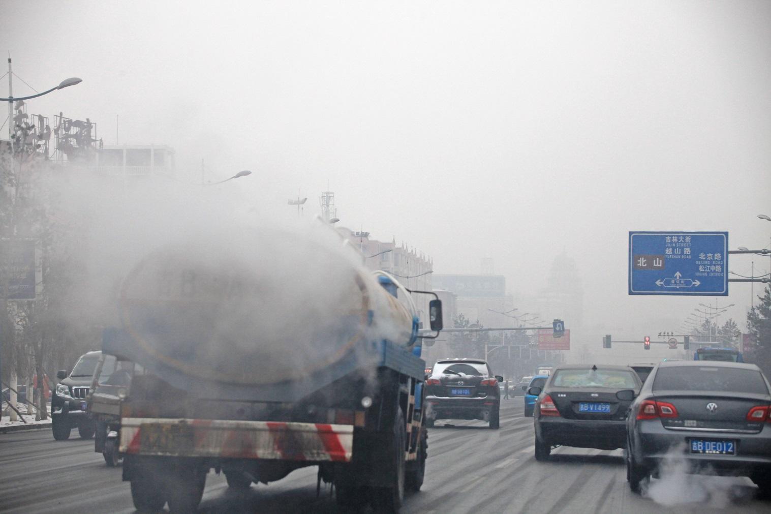 A China está entre os sete países do mundo que já anunciaram a proibição, para os próximos anos, da circulação de carros com motores a combustão. Foto Ding dong / Imaginechina