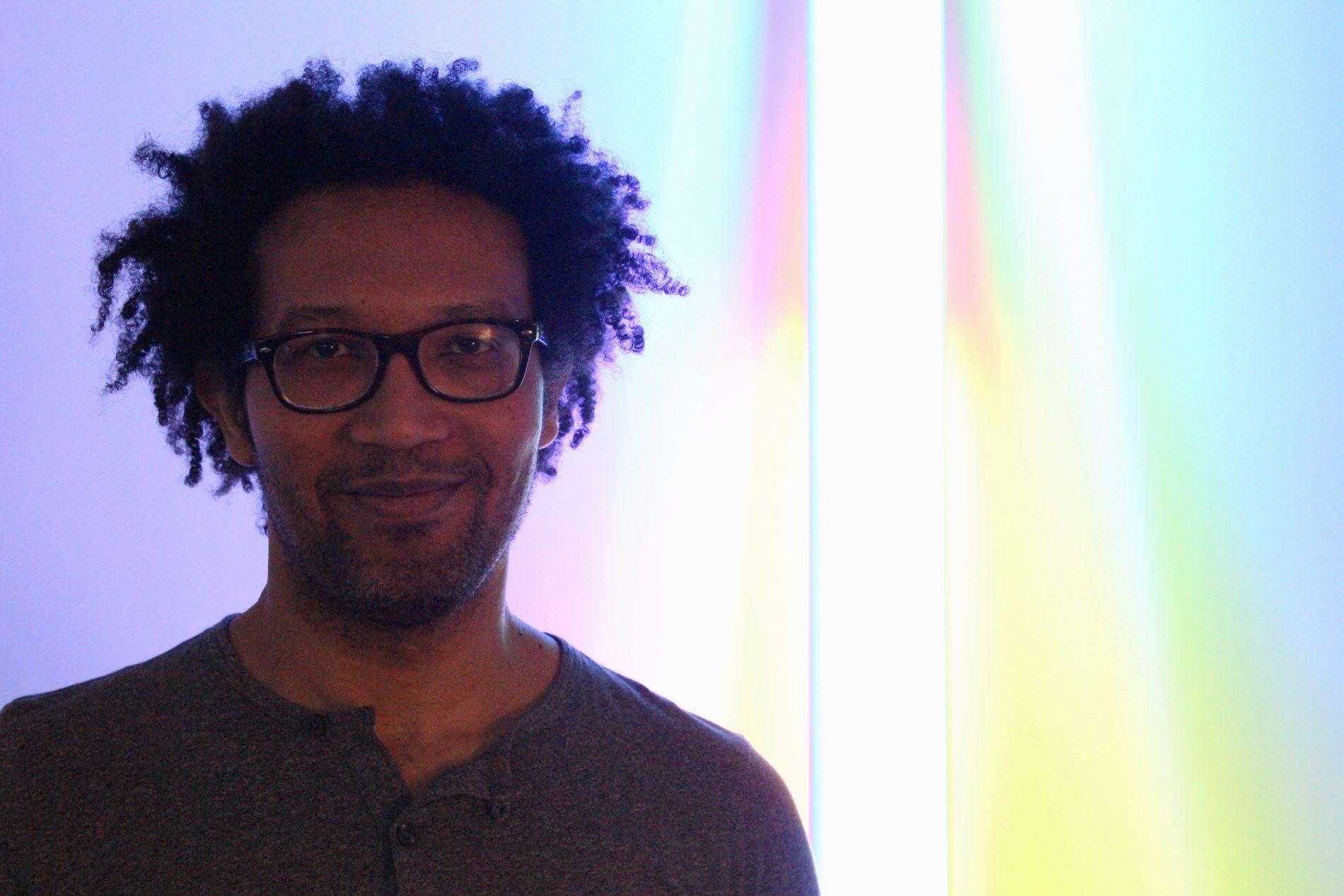 """O artista visual Fernando Timba partiicipa de grupos de homens: """"É um tempo dedicado a falar coletivamente sobre nossas questões individuais"""". Foto: Acervo Pessoal"""