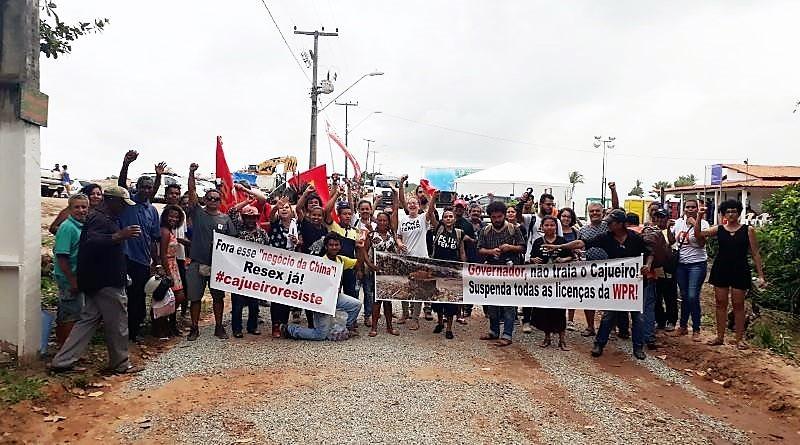 Moradores protestam contra a construção do porto. Foto: Valéria Sotão