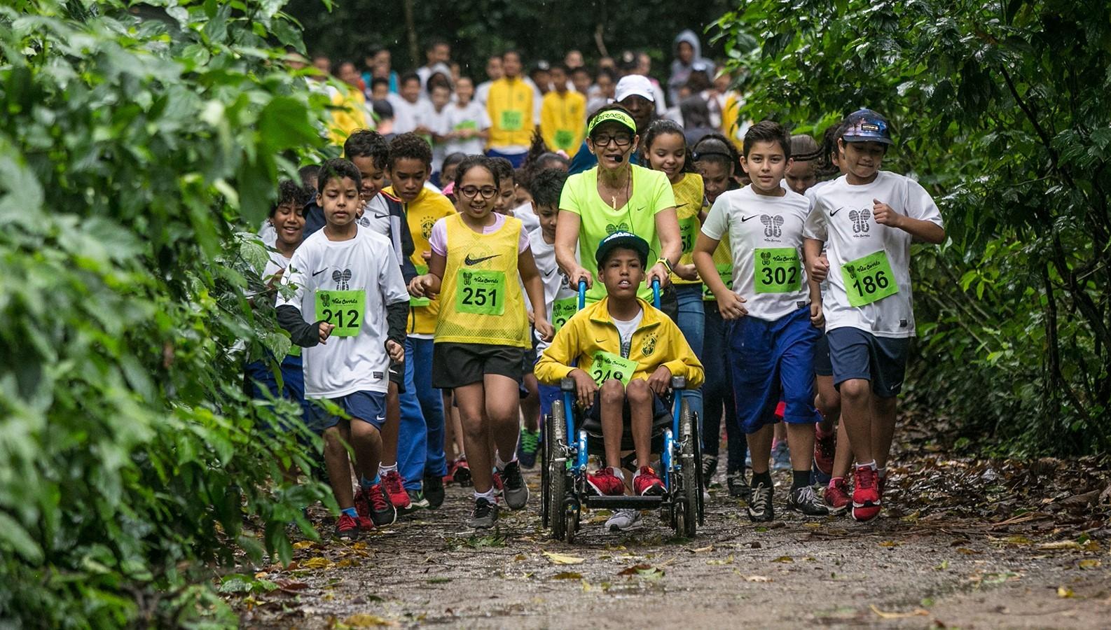 Corrida para comemorar o Dia das Crianças: levada por Neide, até criança em cadeira de rodas participa. Foto: Divulgação
