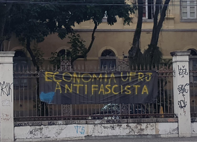 Resistência ao fascismo no campus da Praia Vermelha: prédio já demolido no local foi palco de massacre na ditadura (Foto Oscar Valporto)