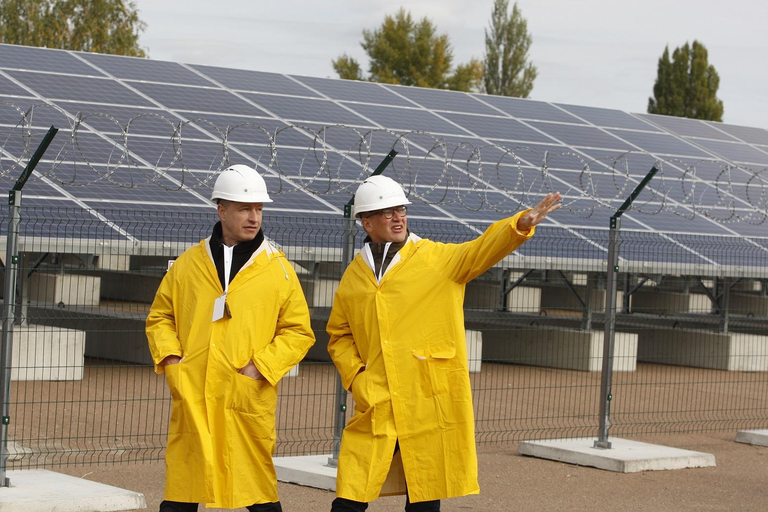 A primeira usina solar de Chernobil fica a 14 quilômetros da antiga usina nuclear. Foto STR/NurPhoto