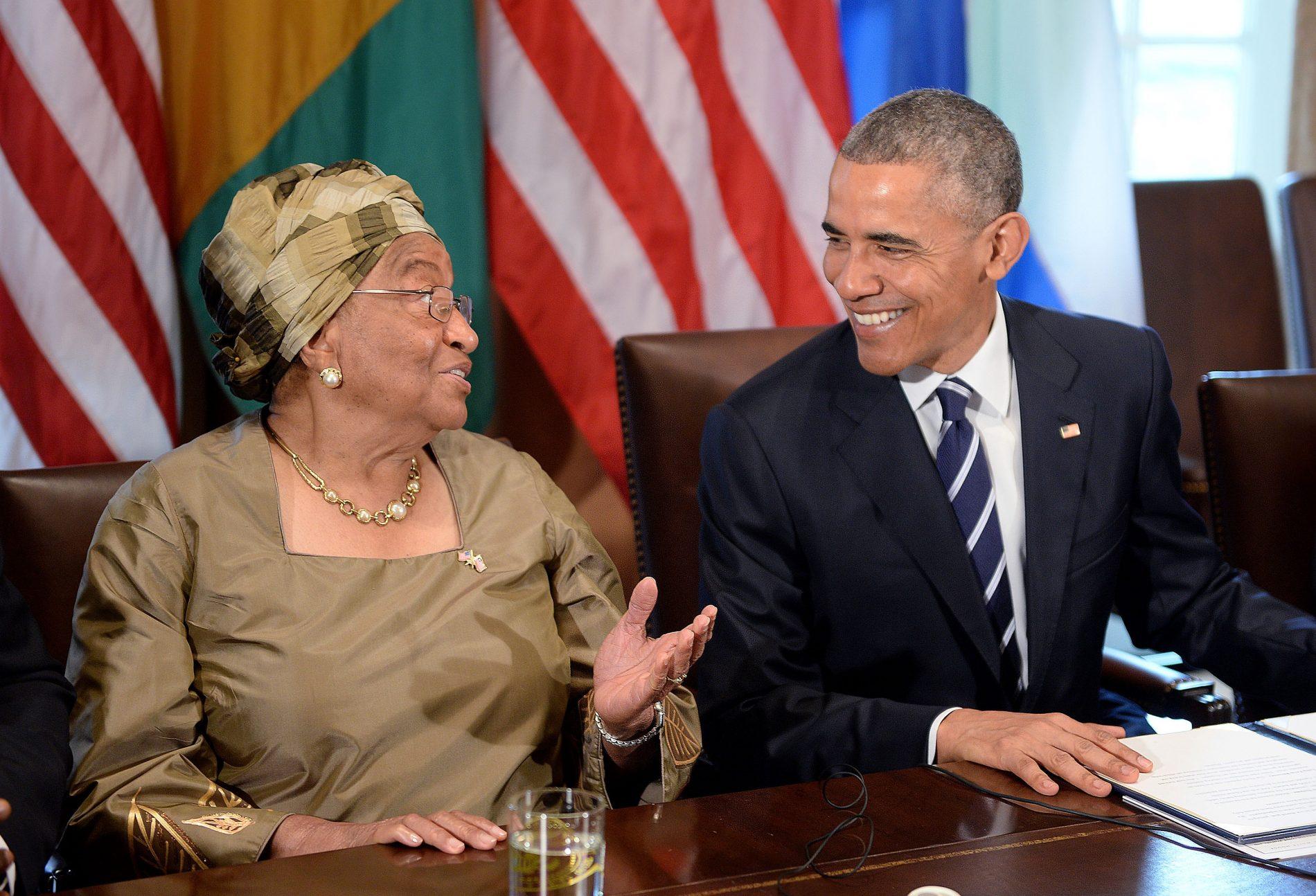 Ellen Sirleaf e Barack Obama, na Casa Branca, em 2015. Foto: Olivier Douliery DPA