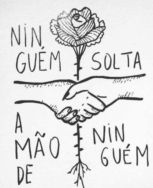 """""""Ninguém solta a mão"""", a imagem da artista Thereza Nardelli viralizou nas redes sociais ao final da eleição. Foto Reprodução"""
