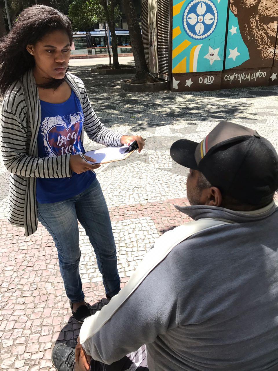 Estudante da Facha faz atendimento nas ruas: alunos conheceram nova realidade (Foto: divulgação)