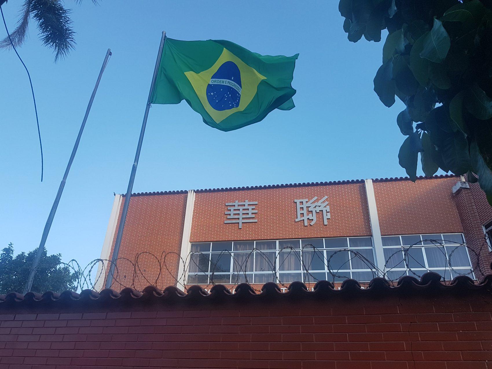 O pavilhão mais cuidado tremula na Associção Cultural Chinesa do Rio, também na região (Foto Oscar Valporto)