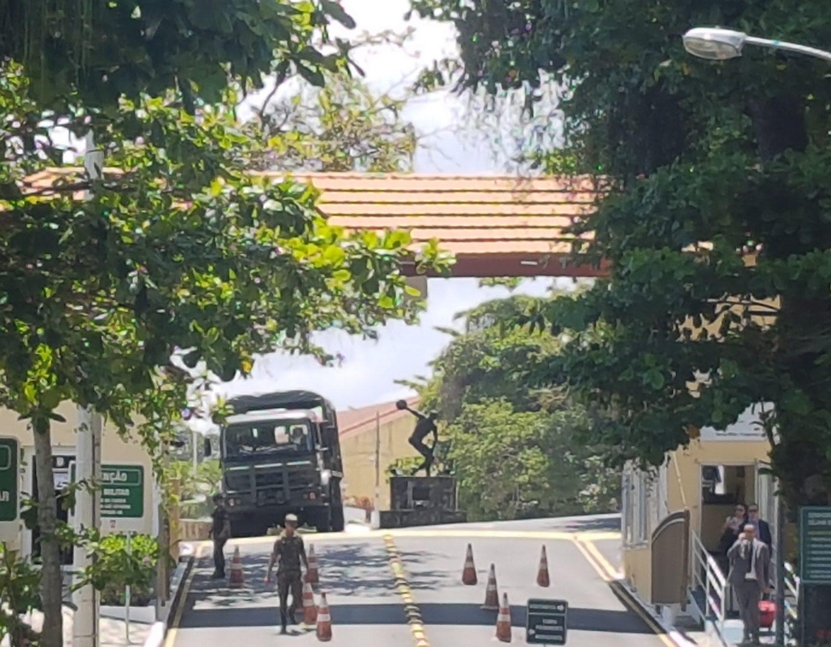 A entrada da Fortaleza: a presença forte dos militares no bairro bucólico (Foto Oscar Valporto)
