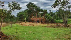 Construcao do galpao na Aldeia do Mutum. Foto de Divulgacao