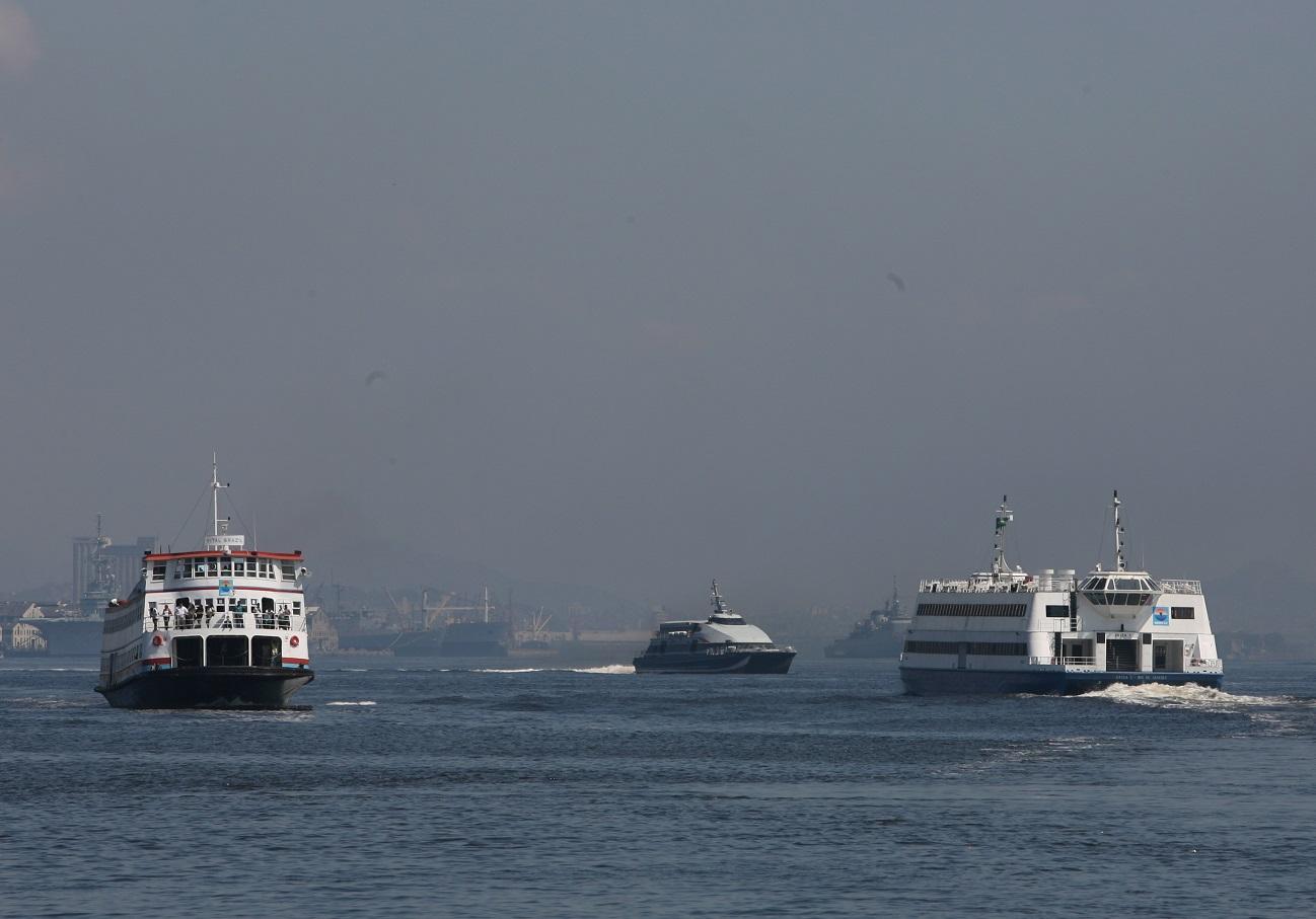 O transporte por barcas na Baía de Guanabara remonta ao século XVIII, mas está longe de atender à demanda da região metropolitana do Rio. Foto Domingos Peixoto/Agência O Globo