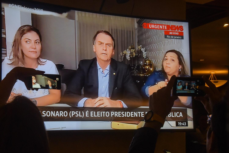 Pronunciamento de Jair Bolsonaro, após a vitória, feito através do Facebook. Presidente eleito evita a intermediação da imprensa. Foto Fábio Teixeira/Anadolu Agency