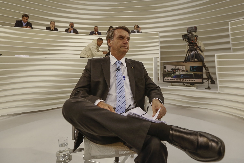 Bolsonaro dá entrevista aos jornalistas do programa Roda Viva, meses antes de assumir a liderança das pesquisas. Foto Suamy Beydoun/AGIF