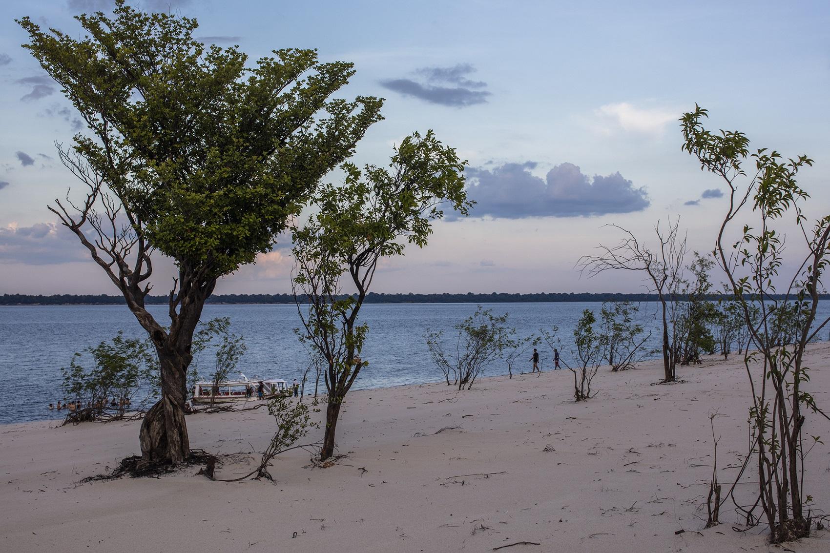 Praia do Iluminado, no rio Negro, Amazonas (Foto: Marizilda Cruppe)
