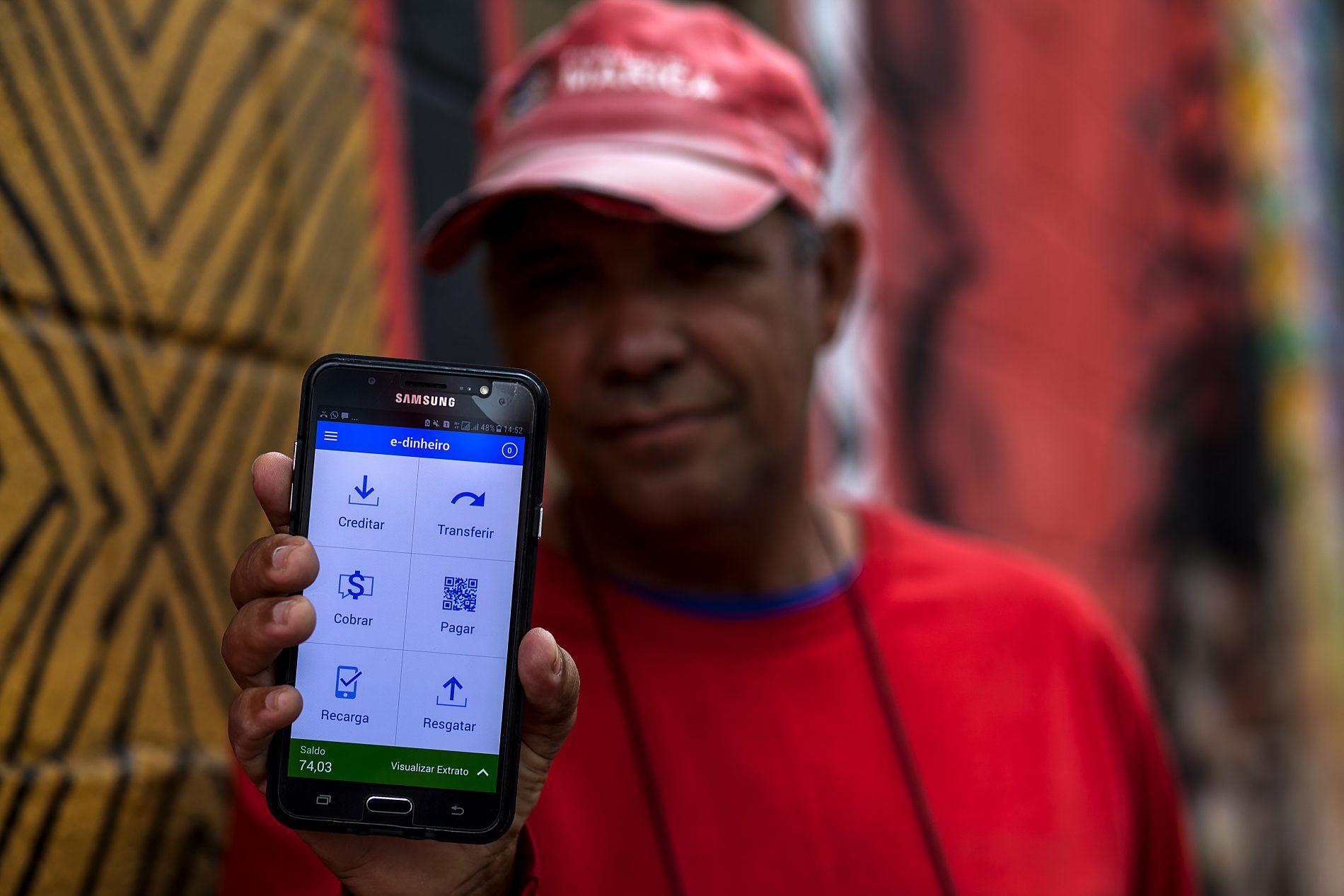 E-dinheiro, moeda social eletronica. Foto de Gustavo Stephan