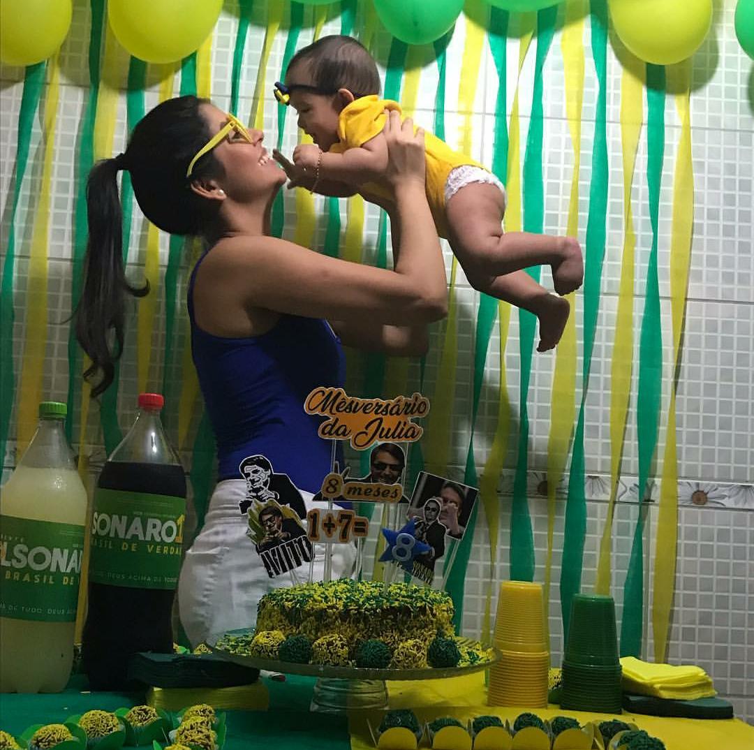 A biomédica Juliana Castro preparou a festa Bolsonaro para a filha de 8 meses (Foto: Arquivo pessoal)