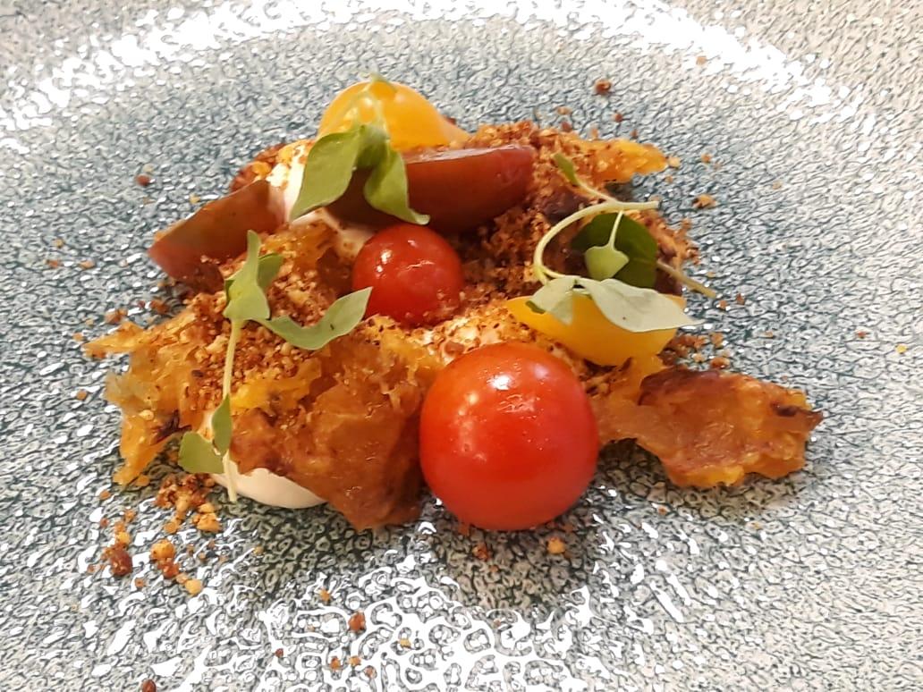 Criação do chef Rafa Costa e Silva, do Lasai, com os tomates do projeto A.Ch.A (Foto: Divulgação)