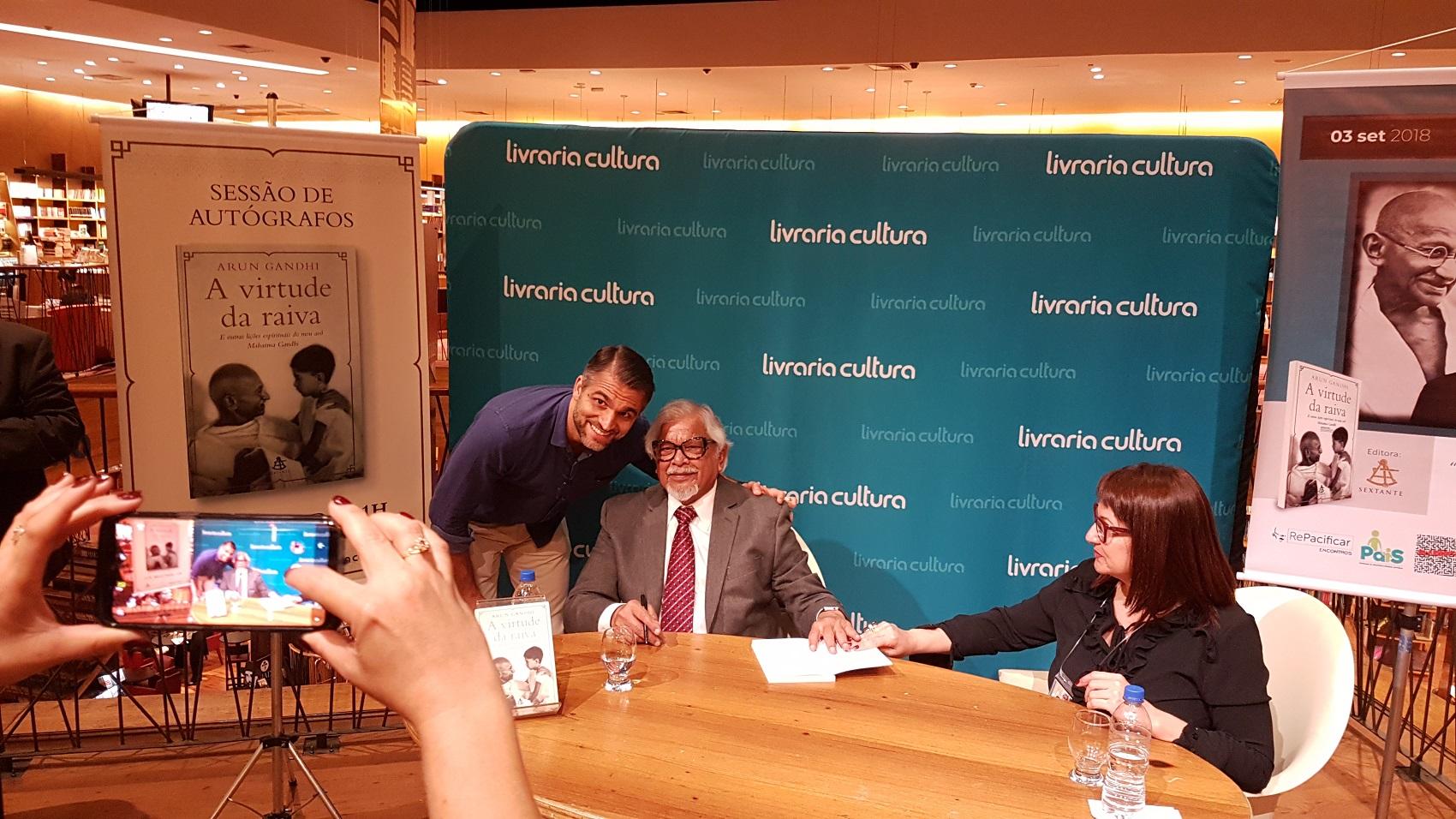 """Arun Gandhi em São Paulo, no lançamento do livro """"A Virtude da Raiva"""" / Foto: Florência Costa"""