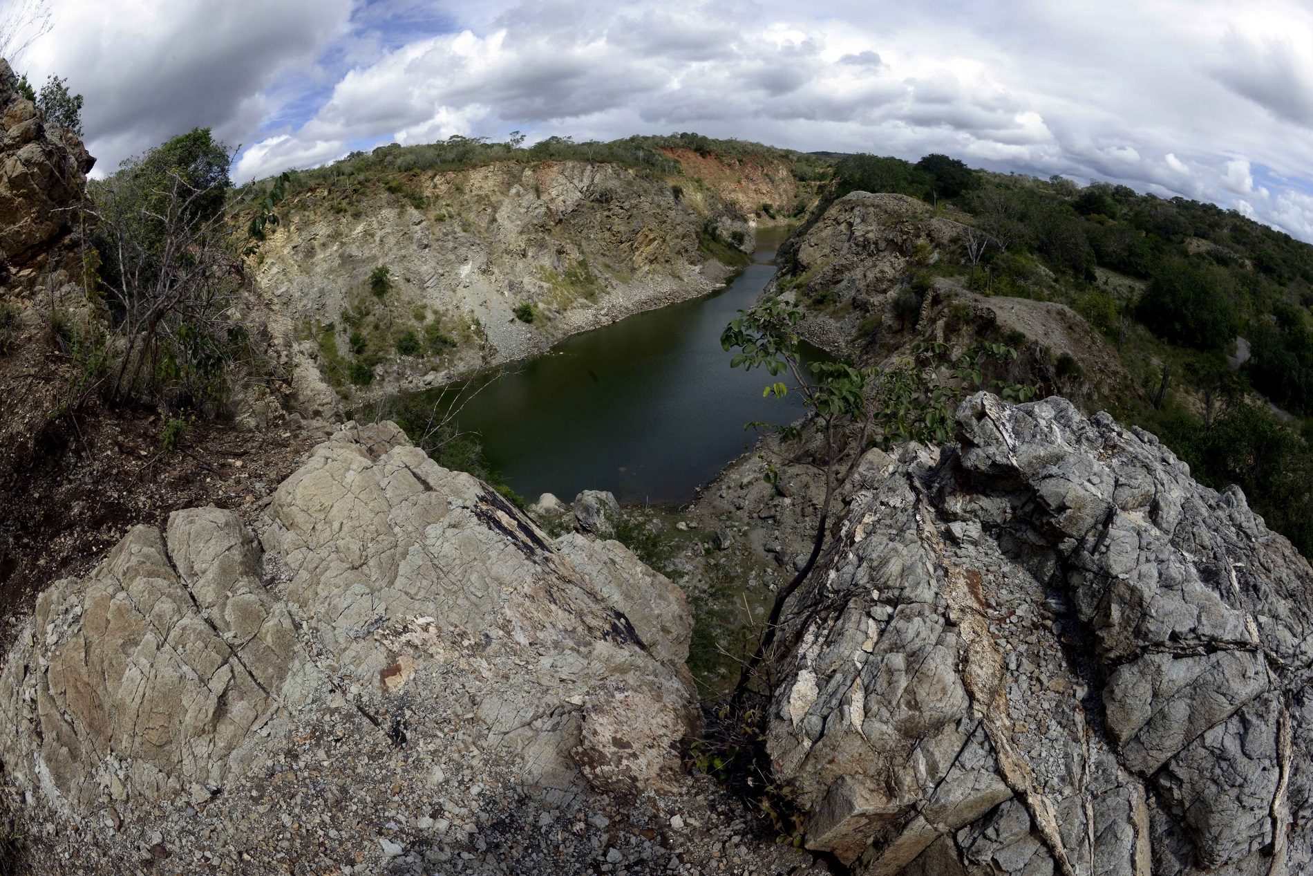 O canyon da mina de São Félix: não existe um estudo que aponte, por exemplo, se há contaminação da água ou de afluentes (Foto: Inácio Teixeira/Coperphoto)