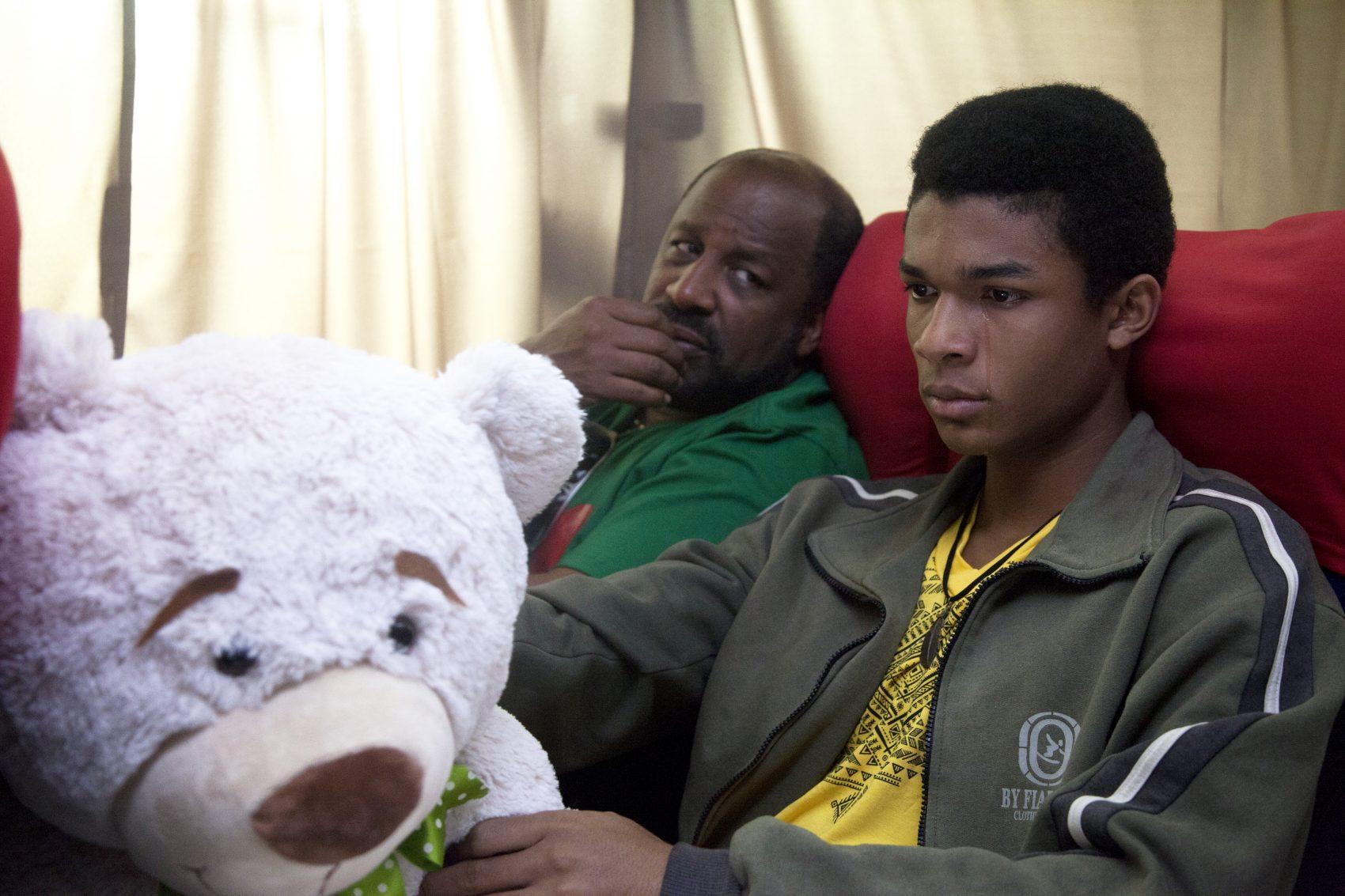 """""""Correndo atrás"""" (2018: filme do diretor negro Jeferson De tem elenco com atores como Ailton Graça (Divulgação/Globo Filmes)"""