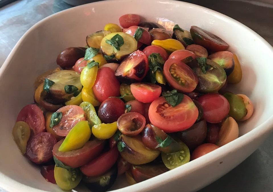 Os tomates orgânicos do buffet de saladas do restaurante Miam Miam, da chef Roberta Ciasca (Foto: Divulgação)