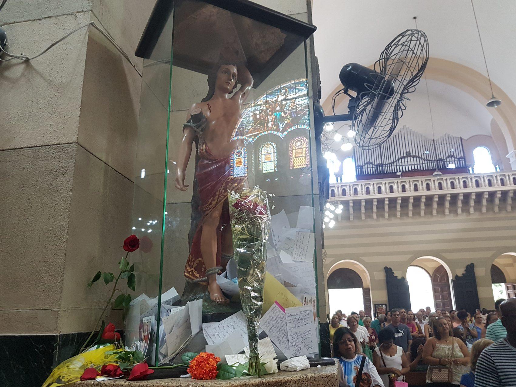 A imagem de São Sebastião em sua igreja no Rio: não foi o santo que deu nome à cidade (foto Oscar Valporto)