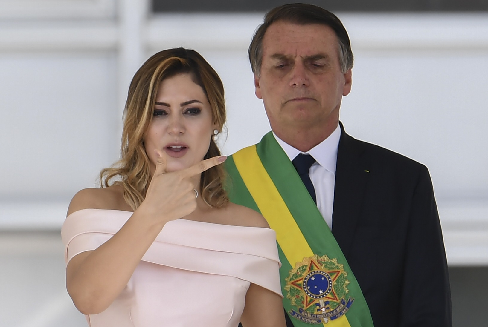 A primeira-dama Michelle Bolsonaro faz um discurso em Libras, a linguagem dos surdos. Foto Evaristo Sá/AFP