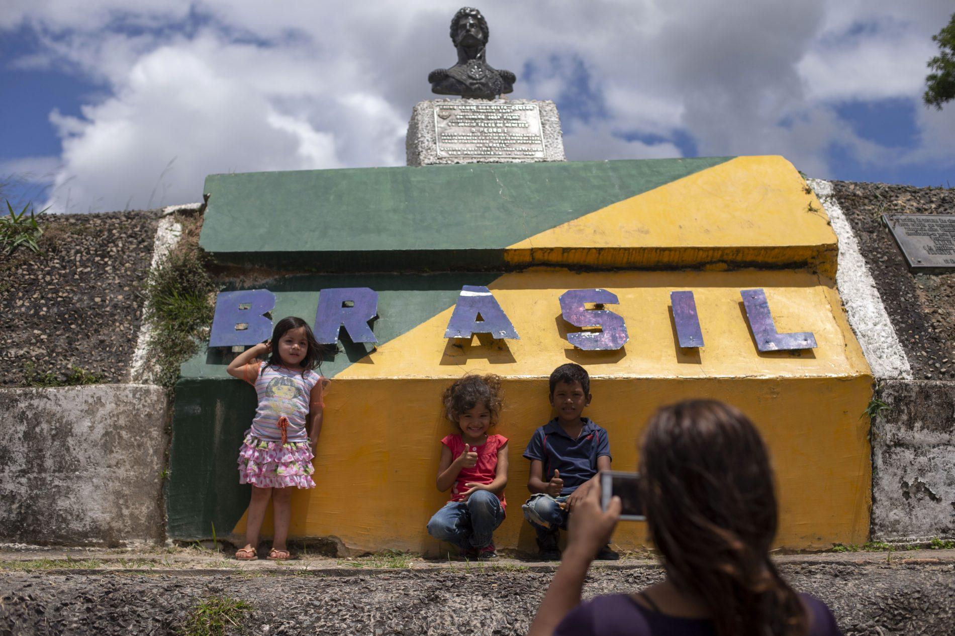 Crianças venezuelanas em Roraima. Foto de Mauro Pimentel/ AFP)