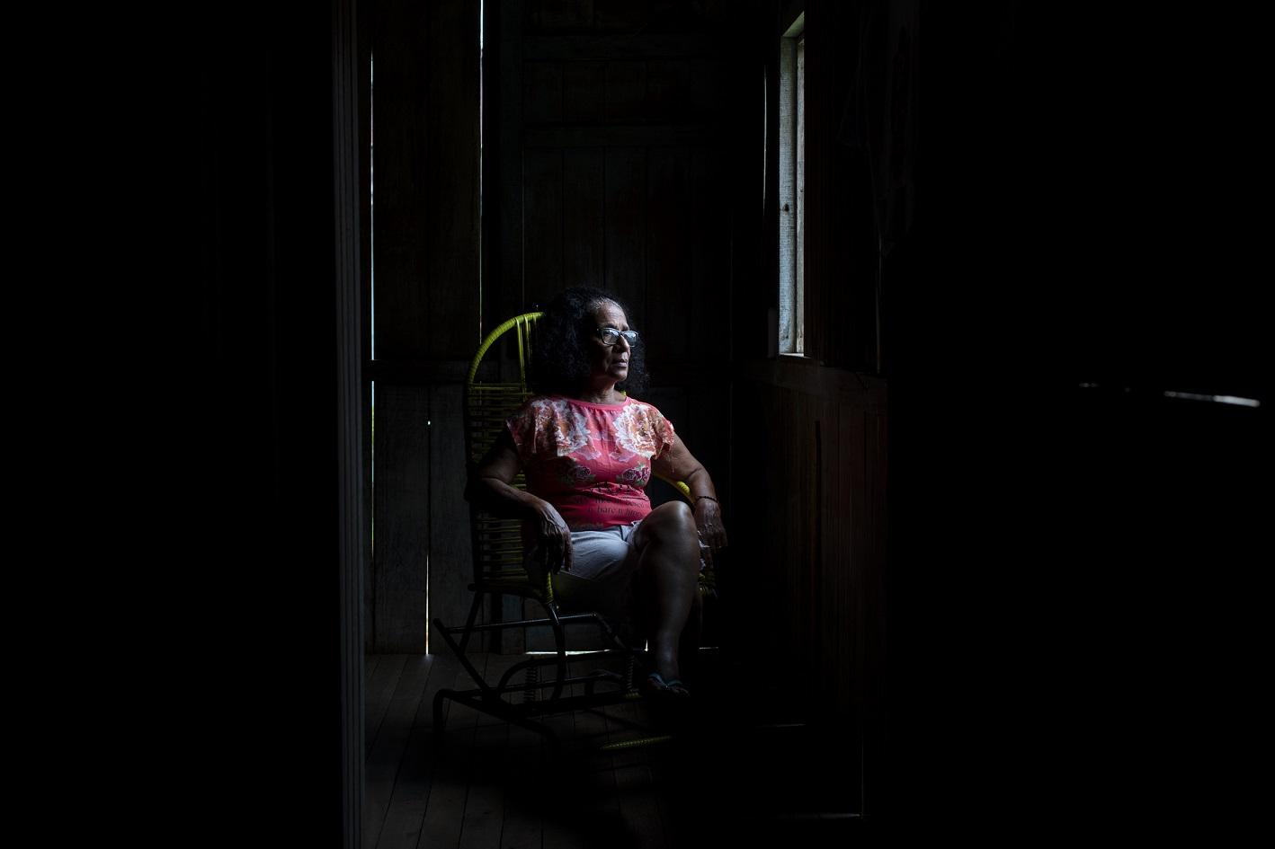 Dercy Teles de Carvalho, 64 anos, primeira mulher a ser presidente do Sindicato de Trabalhadores Rurais de Xapuri, nos anos 70, na casa que mantém em Xapuri. Foto Marizilda Cruppe/Greenpeace.