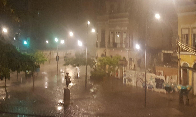 Prainha de São Francisco sob chuva (Foto Oscar Valporto)