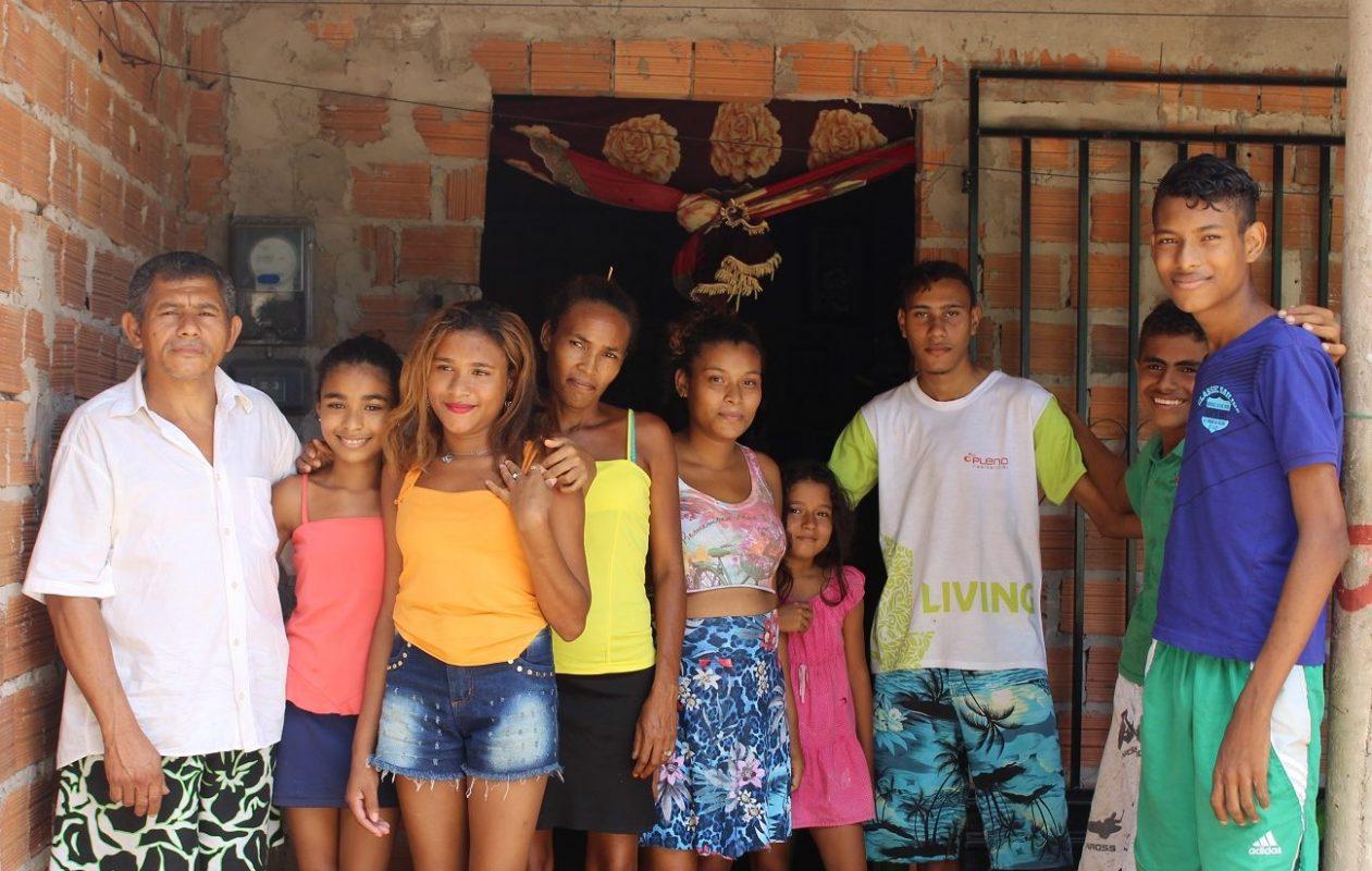 A família de Raimundo e Maria Souza: casa no interior do Maranhão não tem internet. Foto: Yuri Fernandes