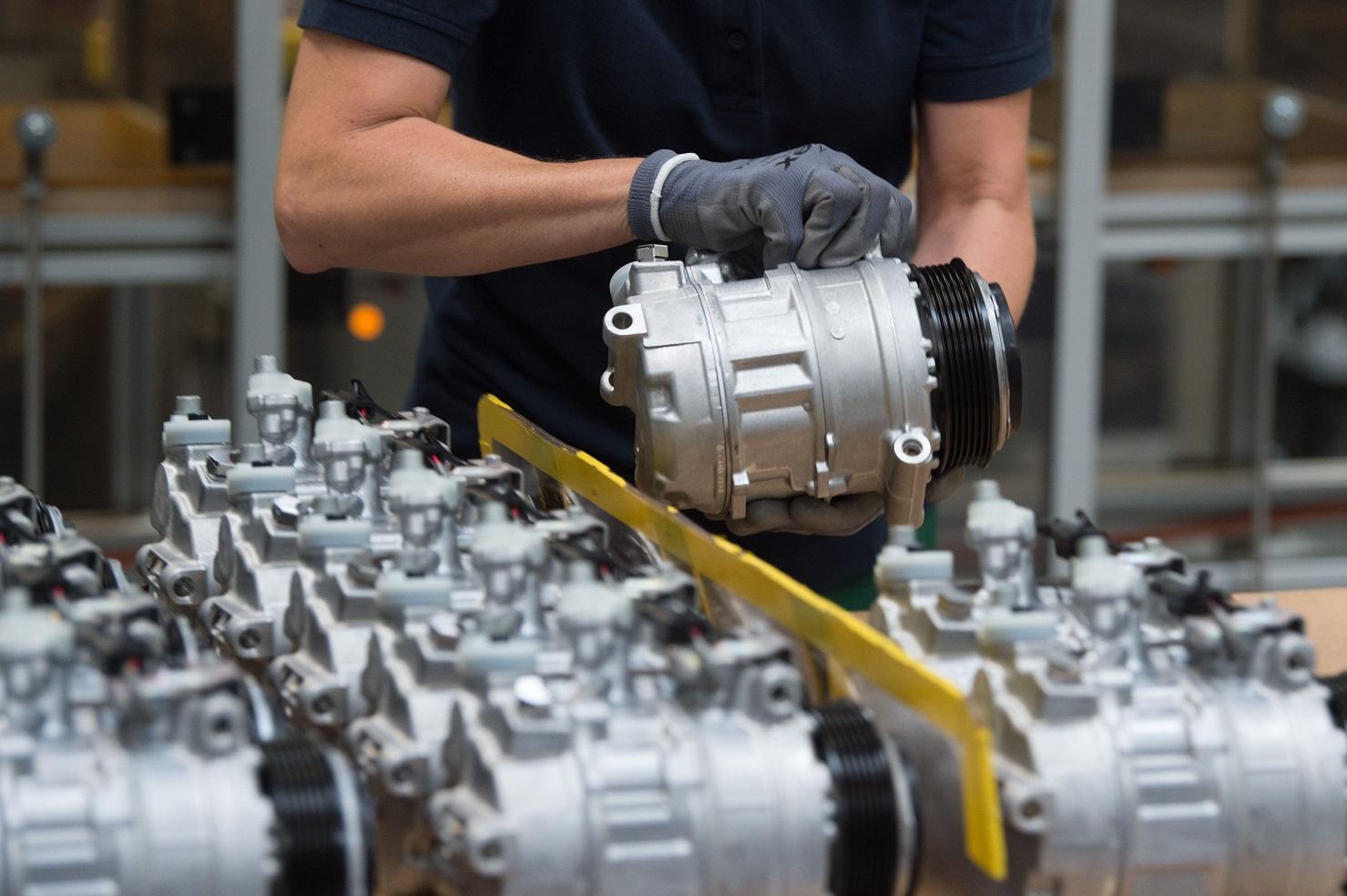 Fábrica de compressores na Alemanha. O país é um dos que mais investe em inovação e eficiência energética. Foto Sebastian Kahnert/DPA