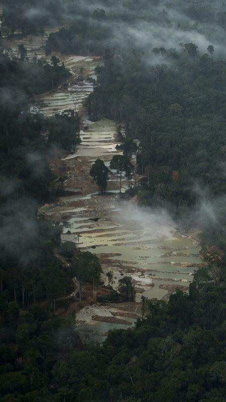 Garimpo ilegal na Floresta Nacional de Altamira. Foto Daniel Parnahyba