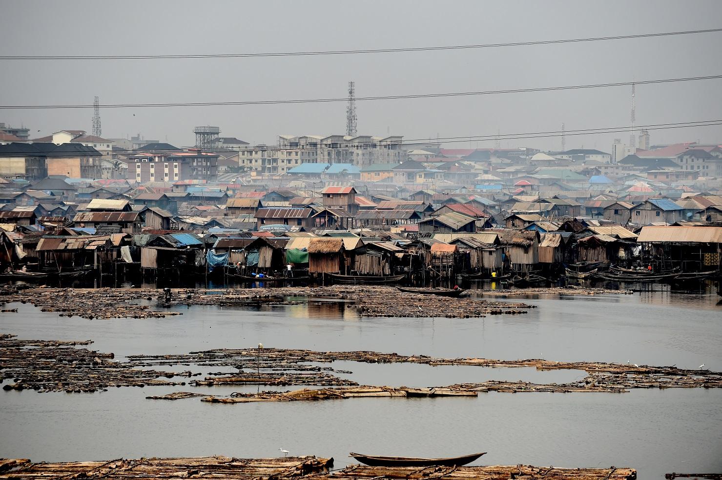 A cidade Lagos, capital da Nigéria, é um dos muitos exemplos de caos urbano no mundo. Foto Pius Utomi Ekpei/AFP