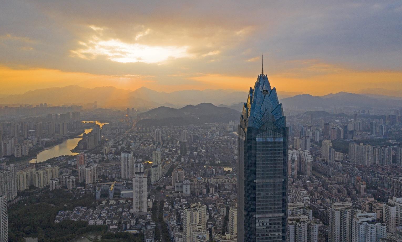 A China é um dos poucos países do mundo que investe consistentemente no crescimento vertical das suas cidades. Foto Zhejiang Daily / Imaginechina
