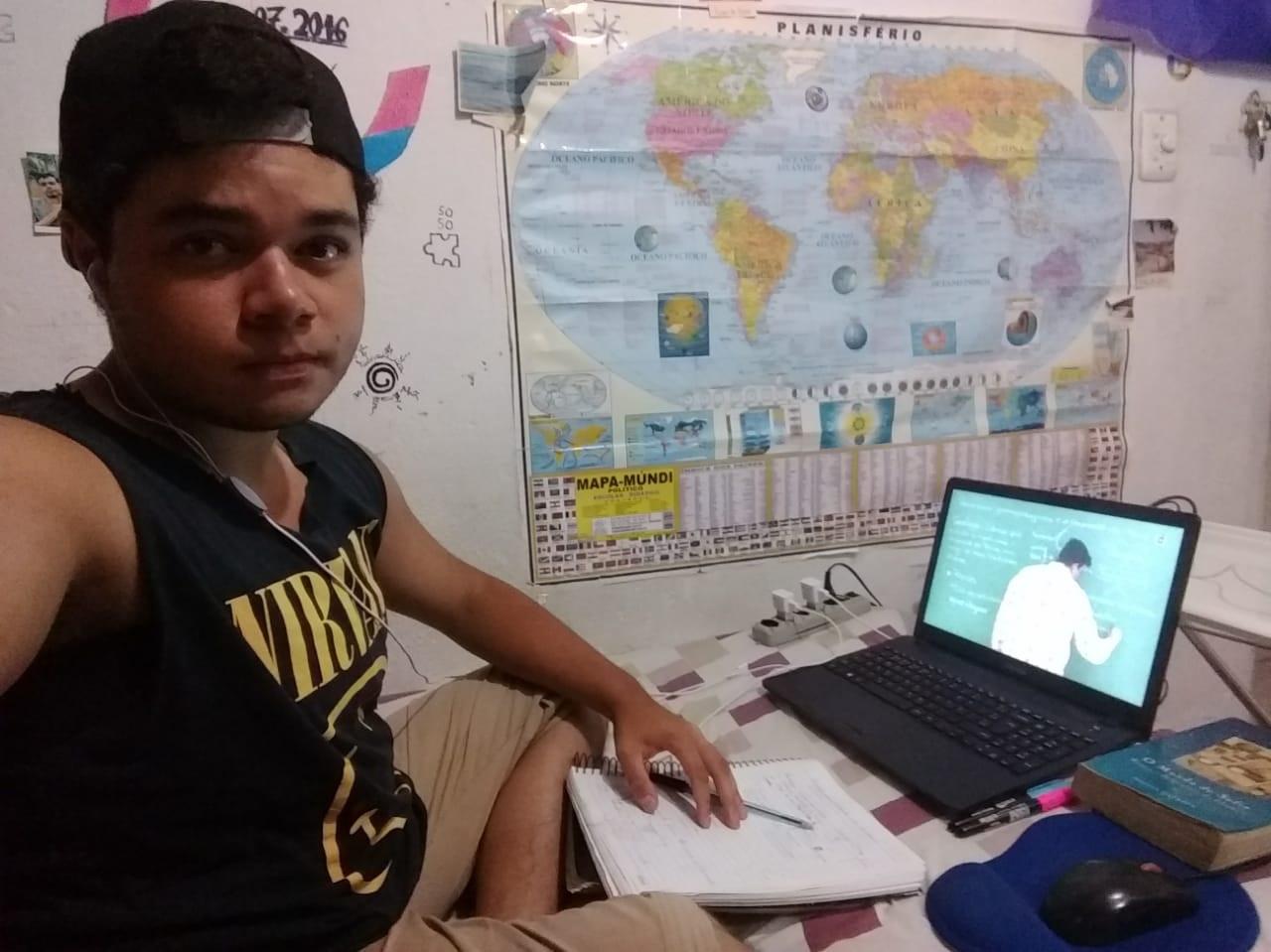 Matheus da Silva Gomes vai cursar o bacharelado em ciência e tecnologia no período noturno. Foto Arquivo Pessoal
