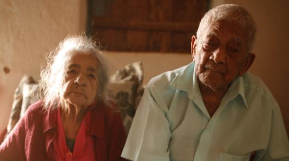 Edite e Seu Bertolino: juntos há mais de 60 anos, acompanharam de perto a chegada do sistema de água (Crédito: Fábio Seixo)
